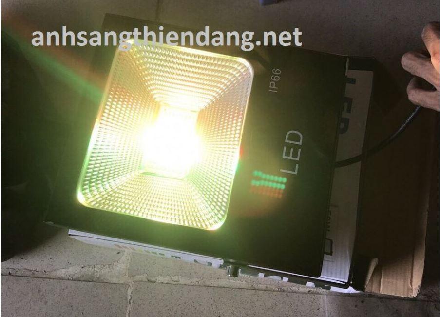 đèn pha led đổi màu 100w